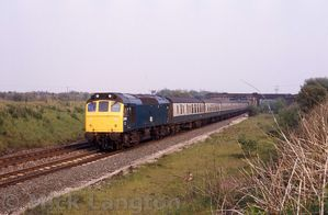 25189_approaching_Blackrod_with_2P64_1615_Man_Vic_-_Blackpool_on_the_day_of_the_Papal_visit_to_Manchester_May_1982.jpg